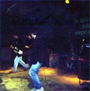 Miki y Pedro la lían en el escenario